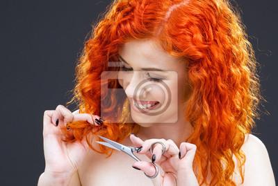 redhead mit der Schere