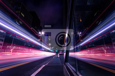 Bild Reflexo de movimento do trânsito em grande avenida - Avenida Paulista, São Paulo, Brasil