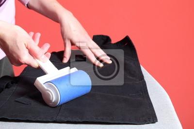 Bild Reinigung von Staub mit Fusselrolle