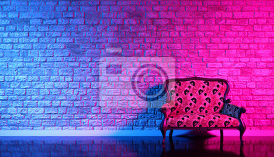 Bild retro sofa on the background of an old brick wall in the enon light, 3d illustration