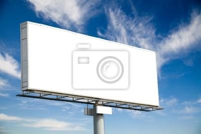 Bild Riesige leere Plakatwand auf blauen Himmel mit Wolken verschönern