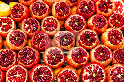 Bild Ripe and juicy half of pomegranates ready for making juice.