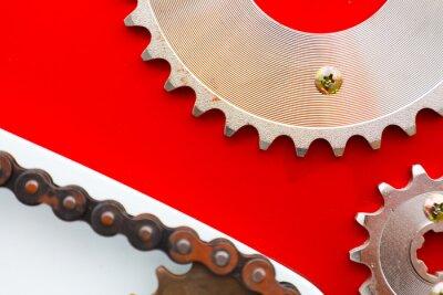 Bild Rollenketten mit Kettenrädern für Motorräder auf rotem Hintergrund