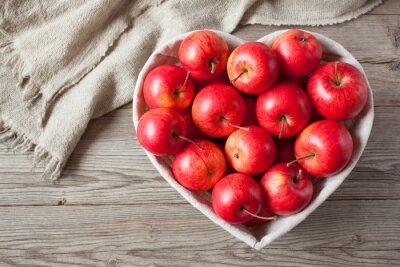 Bild Rote Äpfel auf einem Tisch