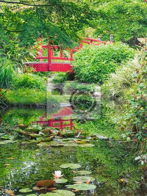 Rote Brücke In Einem Japanischen Garten Leinwandbilder Bilder