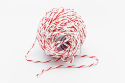 Rote und weiße Seil für Paket isoliert auf weißem Hintergrund