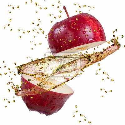 Roten Apfel Spritzwasser auf weiß