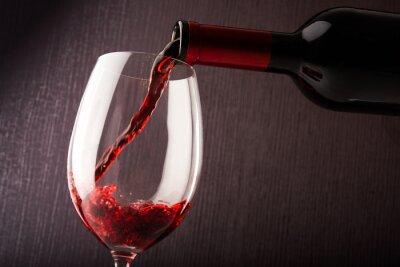 Bild Rotwein gießen