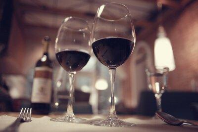 Bild Rotwein in einem französischen Restaurant Interieur