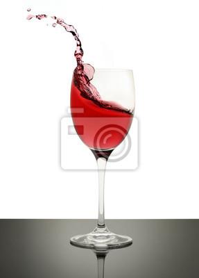 Bild Rotwein spritzt in einem Stammglas