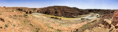 Bild Ruins of old bridge over river Moulouya between Zaida and Aouli in Morocco