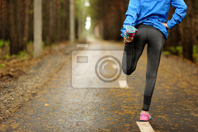 Bild Running Stretching Läufer beim Warm-up vor dem Marathon.