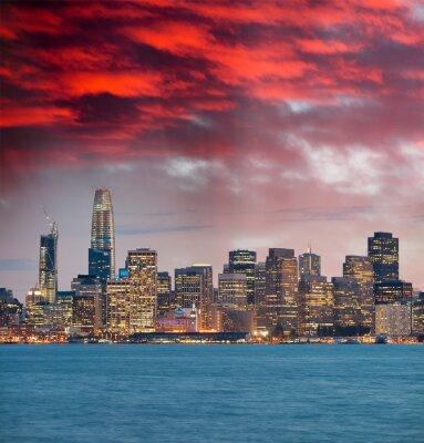 Bild San Francisco, California. Panoramic sunset view of Downtown skyline