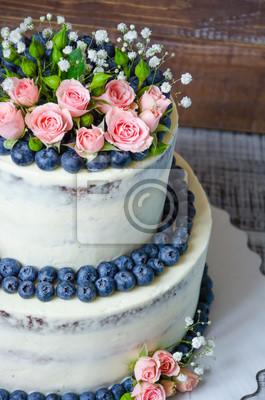 Sanfte Hochzeitstorte Mit Heidelbeere Und Rosen Leinwandbilder