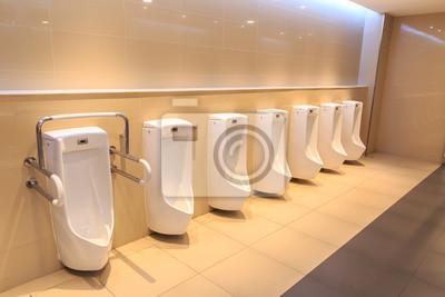 Saubere toilette urin spüle reihe. neue moderne toilettenschüssel ...