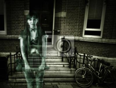 Scary Frau Gespenst auf Veranda des Hauses