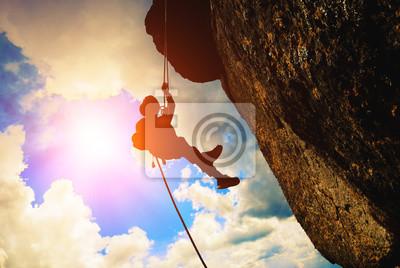 Schattenbild des Felsenbergsteigers