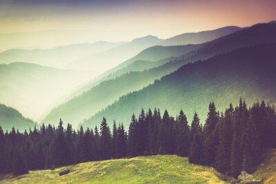 Bild Schichten von Berg und Dunst in den Tälern.