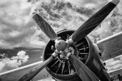 Bild Schließen Sie oben vom alten Flugzeug in Schwarzweiss