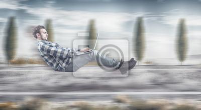 Schnell levitating Geschäftsmann