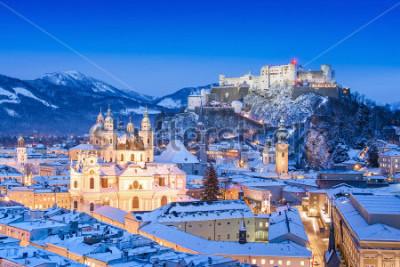 Bild Schöne Ansicht der historischen Stadt von Salzburg mit Festung Hohensalzburg im Winter, Salzburger Land, Österreich