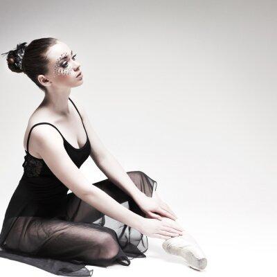 Bild Schöne Ballett-Tänzerin, modernen Stil Tänzerin posiert auf Studio-