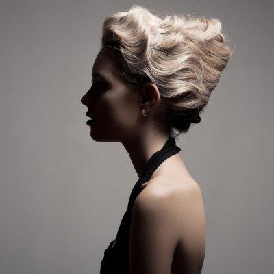Bild Schöne blonde Frau. Retro Fashion Bild.