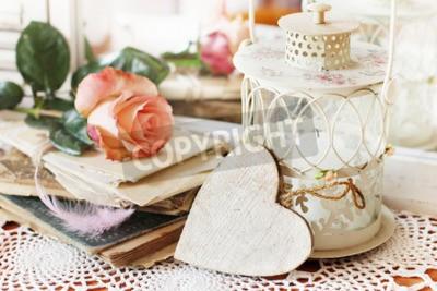 Bild Schöne Bouquet von Pfirsich Rosen in schäbigen Stil auf einem Spiegel Hintergrund