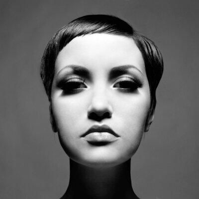 Bild Schöne Dame mit kurzen Haaren