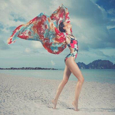 Bild Schöne Frau auf dem Strand
