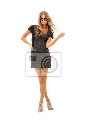 schöne Frau im Kleid