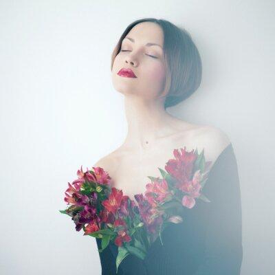 Bild Schöne Frau mit Blumen