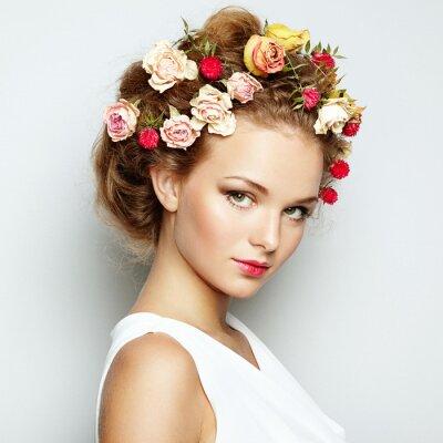 Bild Schöne Frau mit Blumen. Perfektes Gesicht Haut. Beauty Portrait