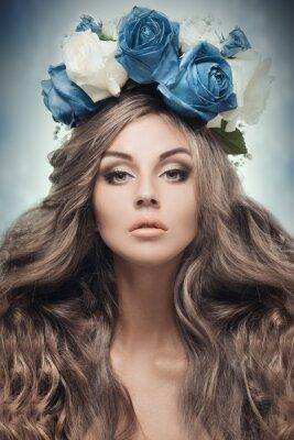 Bild Schöne Frau mit Blumenkranz .