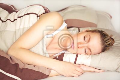 Schöne Frau schlafen friedlich