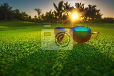 Schöne Gläser auf Golfplatz