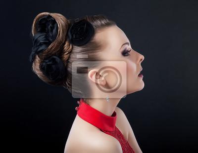 Bild Schone Junge Frau Mit Zopf Kreative Frisur Suchen