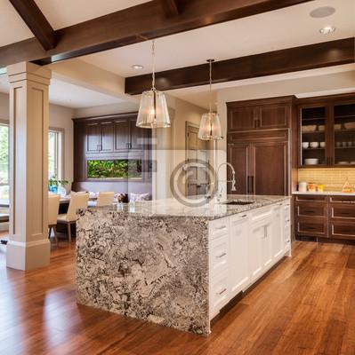 Bild Schöne Küche mit Insel in der neuen Luxus-Haus