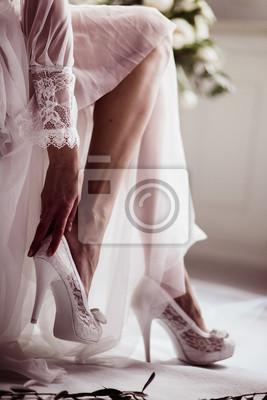 Trägt Schuhe Weiße BildSchöne Boudoir Up Close Mädchen In Hochzeit Kleid 29HIeDWEY