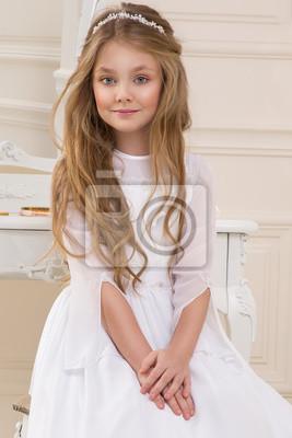 Schone Madchen Kleine Prinzessin Lange Haare Lockige Und Erstaunliche Leinwandbilder Bilder Abendkleid Blue Eye Brautjungfer Myloview De