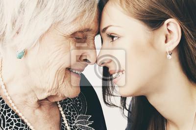 Bild Schöne Mädchen und ihre Großmutter