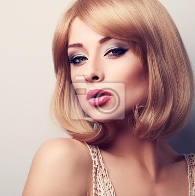 Blonde Kurze Haare Frau Kurze Blonde Haare Frau Wechsbaccacud