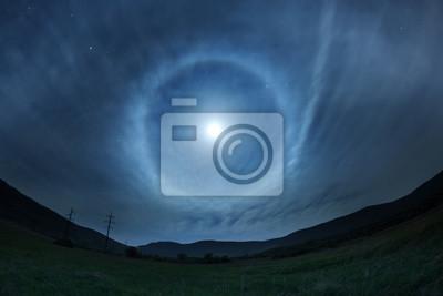 Schöne Nachthimmel mit Vollmond und Sterne