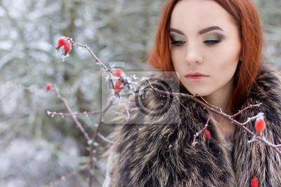 niedlichen madchen mit roten haaren