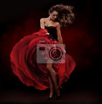 Schöne Tänzerin mit rotem Kleid