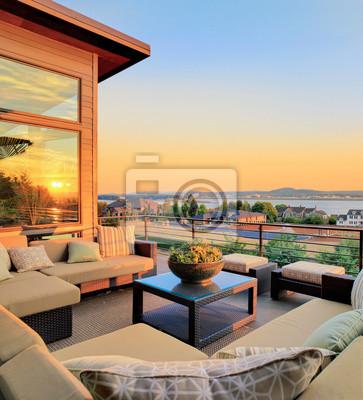 Bild Schöne Terrasse mit Blick bei Sonnenuntergang