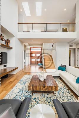 Bild: Schöne und große wohnzimmer innenraum mit parkettböden und gewölbte