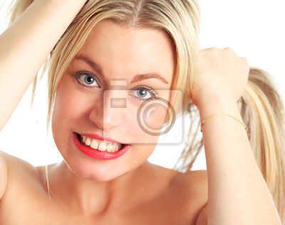 Schöne weibliche Modell Haaren ziehen