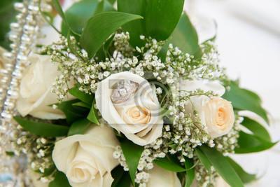 Schone Weisse Hochzeit Strausse Im Korb Blumenstrauss Blumen Rosen