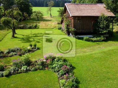 Bild Schöner Garten Mit Frisch Gemähtem Rasen Auf Einem Bauernhof Im Sommer  In Rudersau Bei Rottenbuch